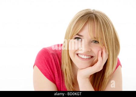 Studioportrait Of Smiling Teenager-Mädchen - Stockfoto