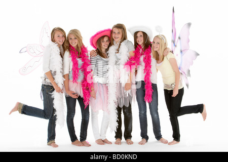 Gruppe von Jugendlichen Freundinnen verkleiden - Stockfoto