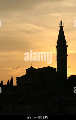 Sonnenuntergang über der Kirche von St. Euphemia Rovinj Istrien Kroatien - Stockfoto