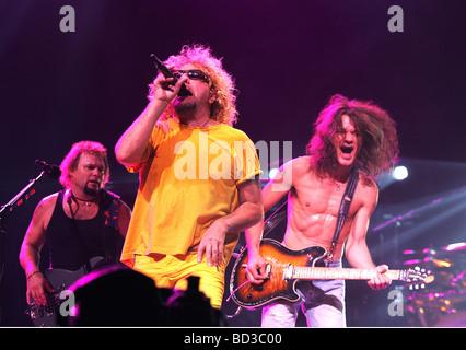 VAN HALEN U.S.-Rock-Gruppe mit von links: Michael Anthony, Sammy Hagar und Eddie Van Halen - Stockfoto