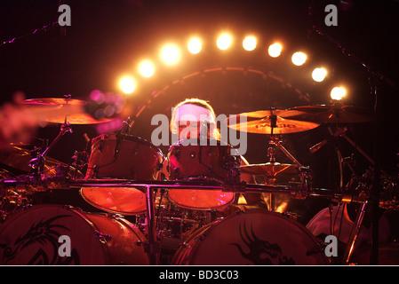 VAN HALEN - US-Rock-Gruppe mit Alex Van Halen am Schlagzeug - Stockfoto