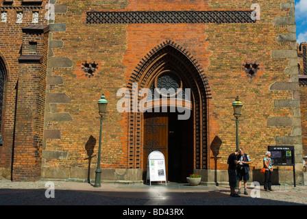 Touristen vor Sankt Petri Kyrka Gamla Staden die Altstadt Malmö Skåne Schweden Europa - Stockfoto