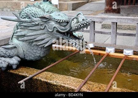 Dragon-Wasser-Brunnen. Kiyomizu-Dera-Tempel. Kyoto. Kansai. Japan - Stockfoto