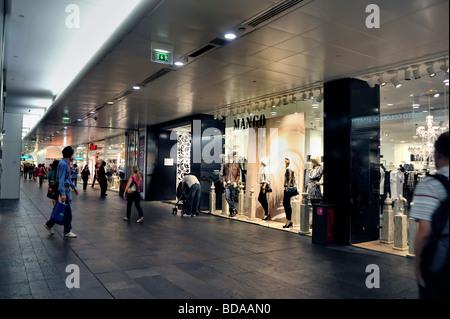 paris france shopping in les halles gebiets franz sische trockenfr chten und n ssen store 39 l. Black Bedroom Furniture Sets. Home Design Ideas