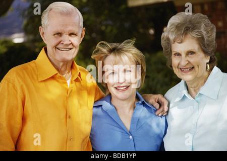 Porträt von ein älteres Paar mit einer älteren Frau, Lächeln - Stockfoto