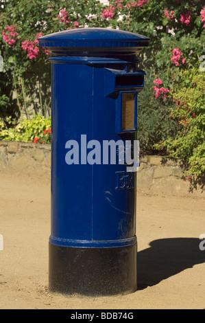 Charakteristischen blauen Briefkasten, Insel Sark, Kanalinseln - Stockfoto