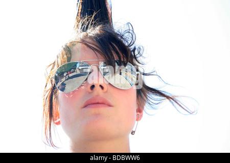 """Ein Punk-Mädchen """"Rae Ray Unruhen"""" mit einem großen Mohikaner, Shoreditch, London, UK.2009 - Stockfoto"""