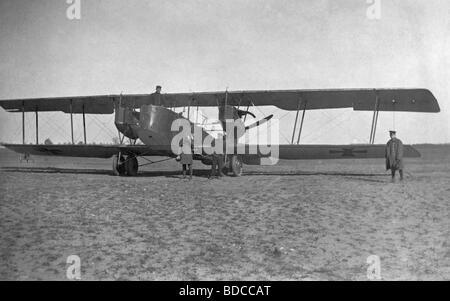 Ereignisse, Erster Weltkrieg/erster Weltkrieg, Luftkrieg, deutscher Bomber Friedrichshafen G.III, in Auftrag gegeben - Stockfoto