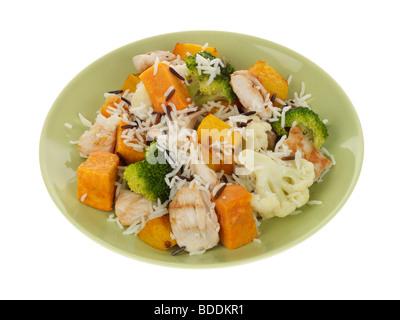Mageres Huhn mit Gemüse und Wildreis - Stockfoto