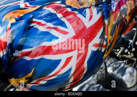 Union Jack Fag gemalt auf britische Triumph Custom Chopper Motorrad - Stockfoto