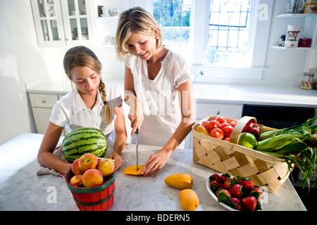 nahaufnahme von kind gem se schneiden stockfoto bild 48818125 alamy. Black Bedroom Furniture Sets. Home Design Ideas