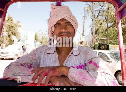 Indischer Mann am Holi Festival Mathura India - Stockfoto