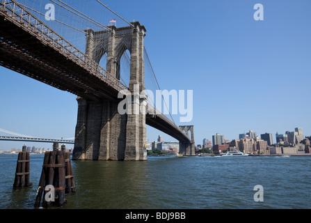 Brooklyn Bridge über den East River, New York City, USA. - Stockfoto