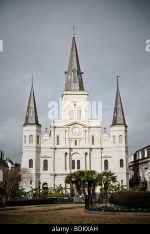 Saint-Louis-Kathedrale am Jackson Square im French Quarter von New Orleans, Louisiana. - Stockfoto