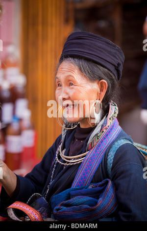 Hmong Dame in Sapa, Nord-Vietnam - Stockfoto