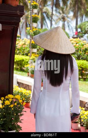 Vietnam Frauen in vietnamesischen Trachtenmode - Stockfoto