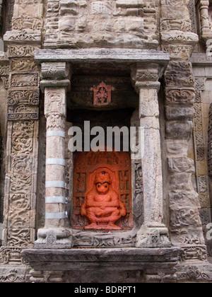 Affe Gottheit an der Seite eines Shikhara / Sikhara Turm in der Laxmi Narayan-Tempel-Komplex. Chamba, Himachal Pradesh. - Stockfoto