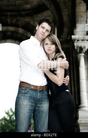 Junges Paar in Liebe umarmt, Porträt, Sacré Coeur, Paris, Frankreich, Europa - Stockfoto