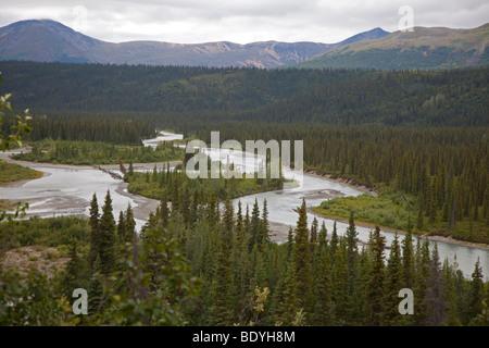 Die Nenana River in der Nähe des Denali Highway in der abgelegenen Wildnis östlich vom Denali National Park. - Stockfoto