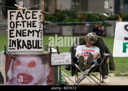 Brian Haw, Frieden Demonstrant außerhalb der Houses of Parliament, eingeschlafen. Mittlerweile verstorben. - Stockfoto