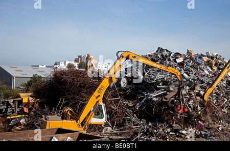 Schrott Metall recycling Hof mit Hebebühne Kran, Granton, Edinburgh Schottland, UK, Europa - Stockfoto