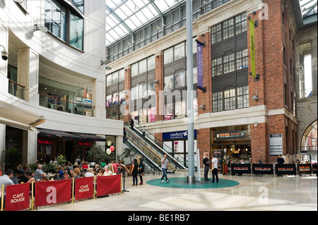 Die leichte shopping-Komplex in der Stadtzentrum, The Headrow, Leeds, West Yorkshire, England - Stockfoto