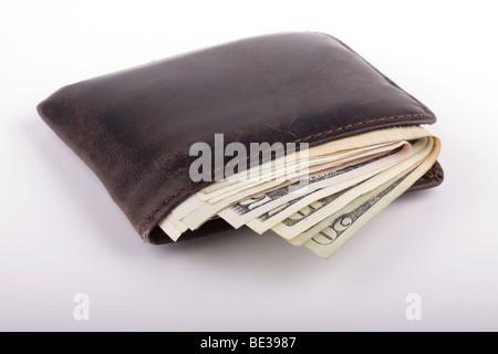 Alte Tasche Geldbörse abgenutzt und voller Geld. - Stockfoto