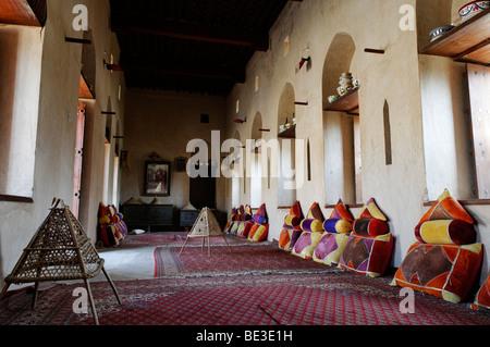 traditionelle arabische wohnzimmer an der historischen adobe, Wohnzimmer