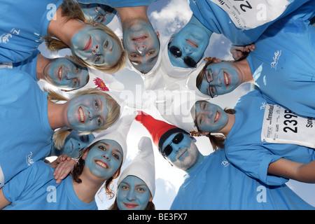 Verkleidete Teilnehmer in Koblenz Firmenlauf 2009, Koblenz, Rheinland-Pfalz, Deutschland, Europa - Stockfoto