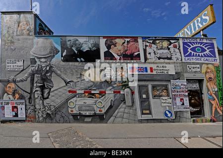 Teil der East Side Gallery, Stück der Berliner Mauer gemalt, nach dem Fall der Berliner Mauer, Berlin, Deutschland, - Stockfoto