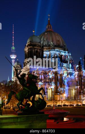 Berlin. Berliner Dom Fernsehturm. Fernsehturm. Festival of Lights. - Stockfoto