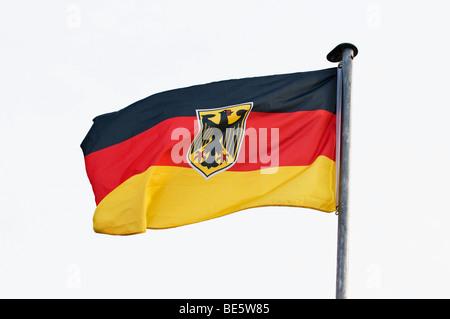 deutsche flagge mit der eidgen ssischen adler am mast vor. Black Bedroom Furniture Sets. Home Design Ideas