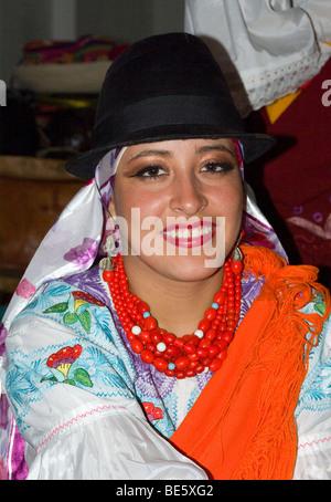 Ecuadorianische Frauen in traditioneller Tracht. - Stockfoto