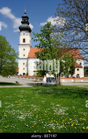 Übernahme von Marien-Pfarrkirche, Schlossbräu, Arnstorf, untere Bayern, Bayern, Deutschland, Europa - Stockfoto