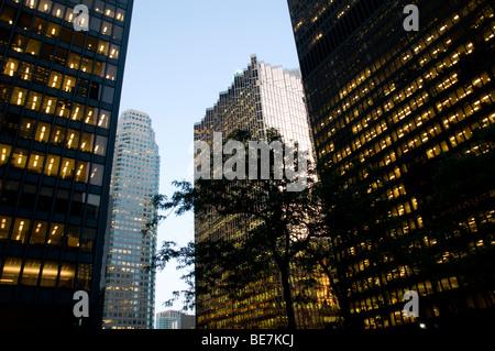 Downtown Wolkenkratzer von der Toronto Dominion Zentrum TD Türme im Financial District von Toronto, Ontario, Kanada - Stockfoto
