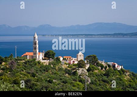 Blick auf die Häuser von Igrane und das Meer, Dalmatien, Kroatien, Europa - Stockfoto