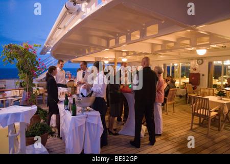 Cocktail-Party an Bord Kreuzfahrtschiff MS Hanseatic, in der Nähe von Madagaskar, Afrika, Indischer Ozean - Stockfoto