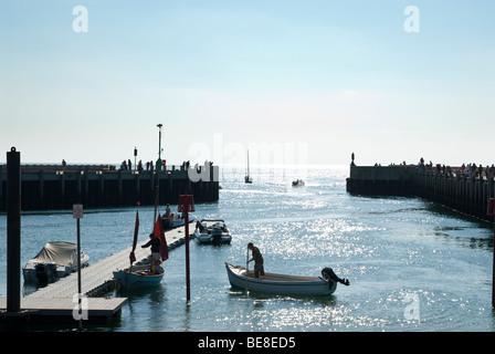 Der Hafen und Kai Seite in West Bay, Dorset - Stockfoto
