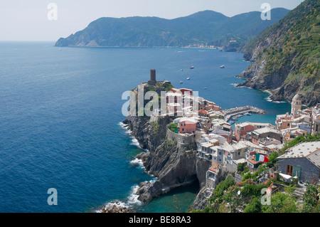 Vernazza ein Dorf in La Spezia, Ligurien, Nordwesten von Italien. Es ist eines der fünf Städte, die die Region Cinque - Stockfoto