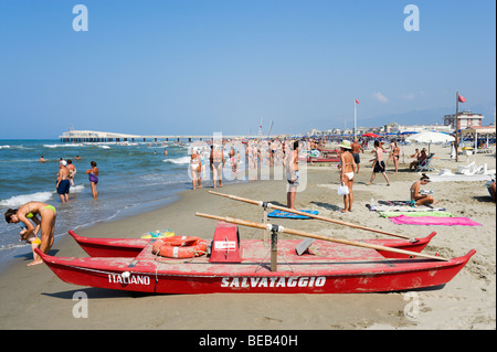 Strand und Pier, Lido di Camaiore, toskanischen Riviera, Toskana, Italien - Stockfoto