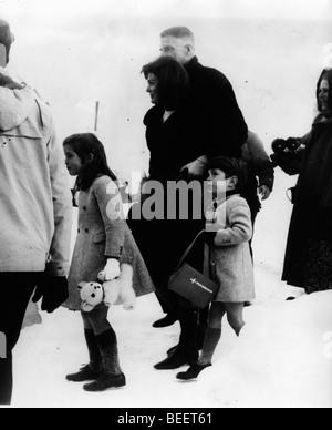 Präsidentengattin Jackie Kennedy kommt auf Urlaub mit Kindern - Stockfoto
