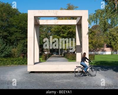 Skulptur im Park am Standort der alten Gefängnis Moabit in Berlin Mitteldeutschland - Stockfoto