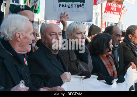 George Galloway, Tony Benn, Annie Lennox, vorne der nationalen Demonstration gegen israelische Angriffe und Bombardierung - Stockfoto