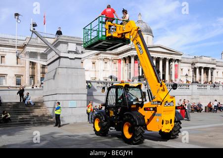 Trafalgar Square vierten Sockel Antony Gormley ein & andere anzeigen, indem Sie UK Personen ändern im Laufe der - Stockfoto