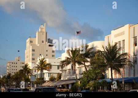 Die Gezeiten, Cardozo und Cavalier Hotels am Ocean Drive in Miami South Beach - Stockfoto