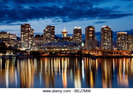 Vancouver Skyline bei Nacht, Britisch-Kolumbien, Kanada - Stockfoto