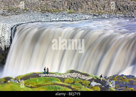 Der Dettifoss ist der mächtigste Wasserfall in Europa und befindet sich im nordöstlichen Teil auf Island. - Stockfoto