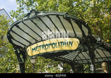 U-Bahn Eingang, Montmartre, Paris, Frankreich - Stockfoto