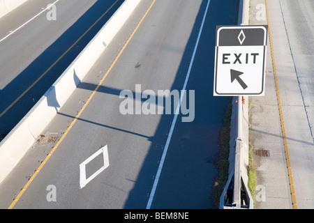 Eine Fahrgemeinschaft nur Ausfahrt auf den Highway 405 in Bellevue, Washington, USA - Stockfoto