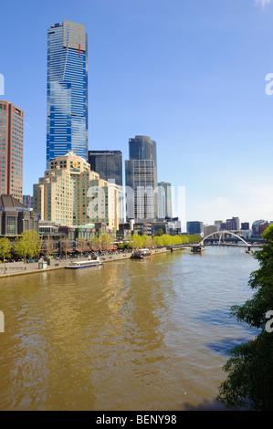 South Bank und Yarra River, Melbourne, Australien, einschließlich der Eureka Tower.